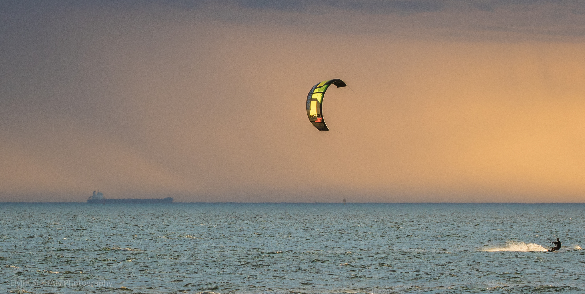 kite_surfing_ocean